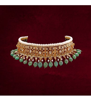 18-ct gold elegant bridal choker with emerald and pearls