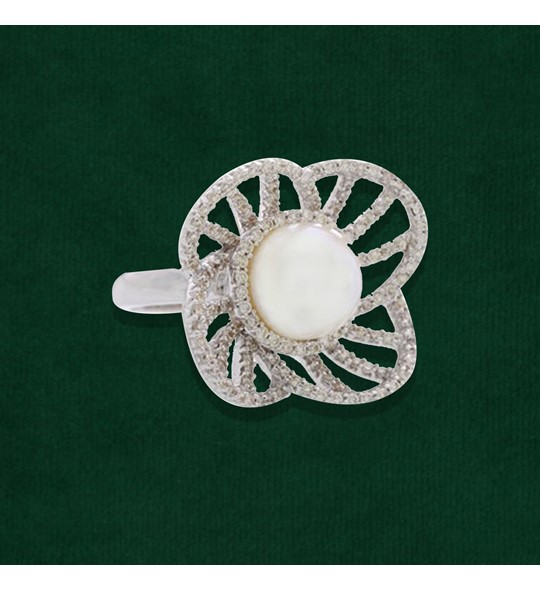 Diamond and Pearl Four-Petal Flower Ring