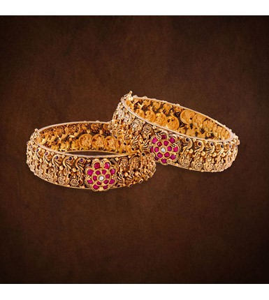 Yellow gold antique style bangles