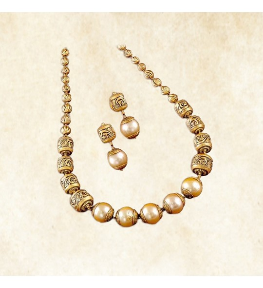 yellow gold Nakshi ball with Southsea pearls in necklace set